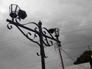 Luminarias dañadas. Foto Marinela Araque, mayo 2017.