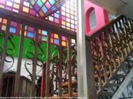 Museo Henry Alizo, Barinas. Escaleras hacia el colorido 2do nivel del MAVHA. Foto Luis Barragán.