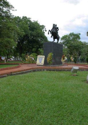 La grama, hoy extinta en la plaza Bolívar de Barinas. Foto archivo cronista oficial de Barinas.