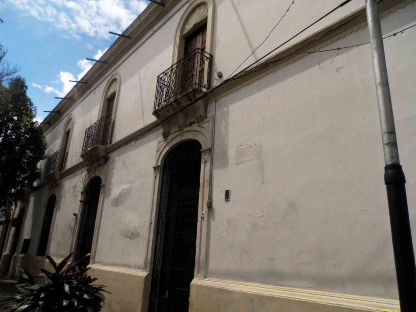 Se visualiza la filtración en la pared externa de la Casa de la Cultura de Mérida. Foto Frak Gavidia.