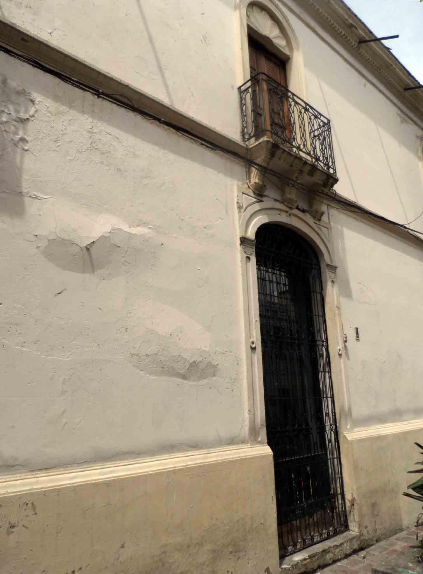 Afuera parece resistir, el deterioro interno es mayor. Foto Frank Gavidia.