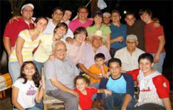 Tapia con hijos y nietos. Foto álbum familia Tapia González, publicada en Revista de la Sociedad Venezolana de Historia de la Medicina, 2010.