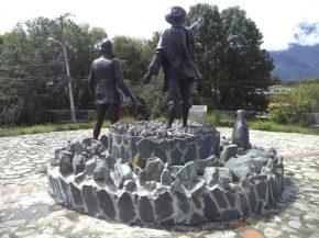 Vista posterior del Monumento a Los Conquistadores del Pico Bolívar en el nuevo emplazamiento, mayo 2017. Foto Samuel Hurtado Camargo