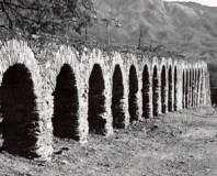 Foto antigua del acueducto colonial Tiquire Flores. Foto IPC.