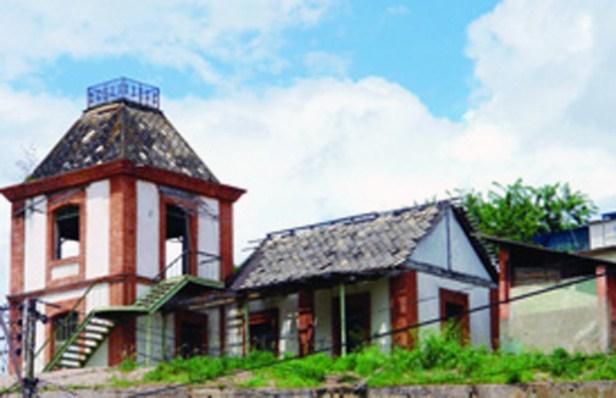 Vista general de la antigua casa del vigilante ferroviario. Foto IPC.