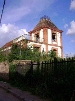 La casa del vigilante ferroviario estaba en una altura estratégica.