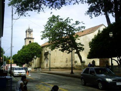 Vista de la catedral Nuestra Señora de La Asunción, en Nueva Esparta.