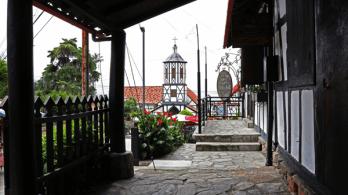 Pasillo de la fachada principal, entrada a la bodega y actual Restaurant Benitz Foto: José Luis Rosales.