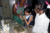Niños reciben clases de cerámica en el Centro Cultural Tito Lino Molina, una labor comunitaria de más de 31 años en El Vigía, estado Mérida. Venezuela.
