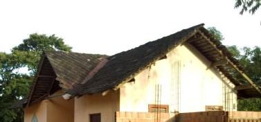 Detalle del deterioro del techo de la antigua estación de Trapiche del Medio. Foto Gerardo González.