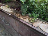 Base deteriorada del monumento a la Virgen María Auxiliadora, patrimonio cultural de Chacao.