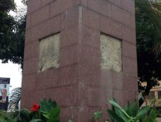 Pedestal saqueado de la estatua pedestre de la Virgen María Auxiliadora, en Chacao.