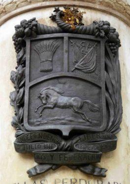 Escudo Nacional ubicado en la cara posterior del pedestal. Foto Samuel Hurtado Camargo, 28 de mayo de 2017