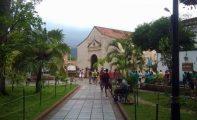 Fieles en la la catedral Nuestra Señora de La Asunción, en Nueva Esparta.