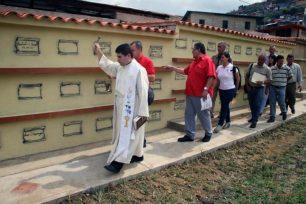 Bendición de la primera etapa de rehabilitación del cementerio municipal de Valera, estado Trujillo. Venezuela