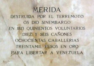Inscripción en el lateral derecho del pedestal. Foto Samuel Hurtado Camargo, 28 de mayo de 2017