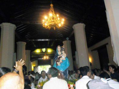 Imagen de la Virgen del Pilar entrando a la catedral el 12 de octubre de 2012. Foto Marinela Araque.