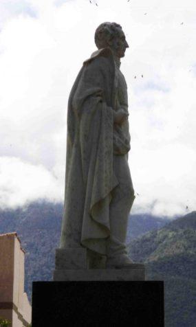 Lateral derecho de la estatua de Sucre. Foto Samuel Hurtado Camargo, 28 de mayo de 2017