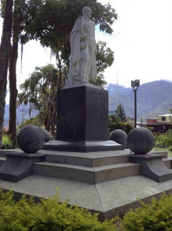 Monumento al Gran Mariscal de Ayacucho, en la plaza Milla de Mérida. Foto Samuel Hurtado Camargo, 28 de mayo de 2017