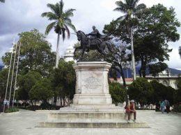 Lateral izquierdo del monumento a Bolívar. Foto Samuel Hurtado Camargo, 28 de mayo de 2017