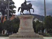 Monumento ecuestre de Simón Bolívar en la plaza homónima de Mérida, estado Mérida. Venezuela.