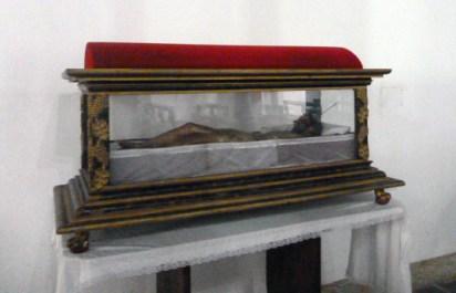 Pieza colonial del Santo Sepulcro en la iglesia San Nicolás de Bari, municipio Obispos, Barinas, Venezuela.