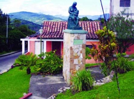 Plaza Las Madres y monumento a la madre lactante. Capacho Nuevo, estado Táchira, Venezuela