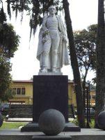 Vista frontal del monumento al Gran Mariscal de Ayacucho en la actualidad. Foto Samuel Hurtado Camargo, 28 de mayo de 2017