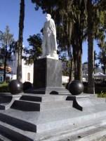 Lateral izquierdo y cara frontal del monumento a Sucre después de su restauración. Foto Samuel Hurtado Camargo, 30 de noviembre de 2006