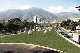 Fragmento de lluvia para Caracas, obra de Carlos Medina. Foto en haimaneltroudicom