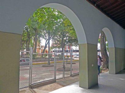 Arcadas de la sede del Grupo Escolar Estado Guárico, monumento monumento histórico municipal del estado Barinas, Venezuela.