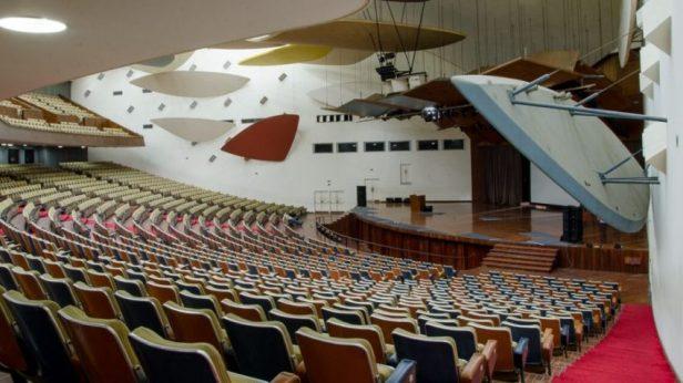 Las nubes de Calder en el Aula Magna de la UCV. Ciudad Universitaria de Caracas, Patrimonio de la Humanidad. Venezuela.