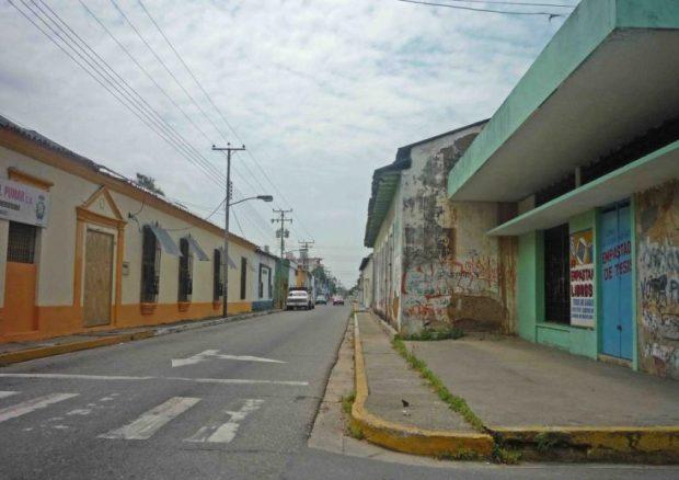 Calle Bolívar antigua calle Real. Casco histórico de Barinas, Venezuela.