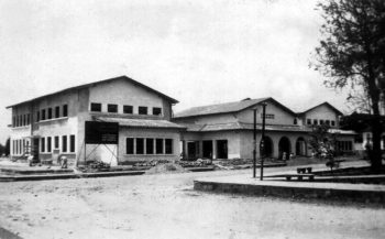 Construcción de la sede del Grupo Escolar Estado Guárico. Archivo Cronista de Barinas. Año circa 1947-1948. Monumentomonumento histórico municipal del estado Barinas, Venezuela.