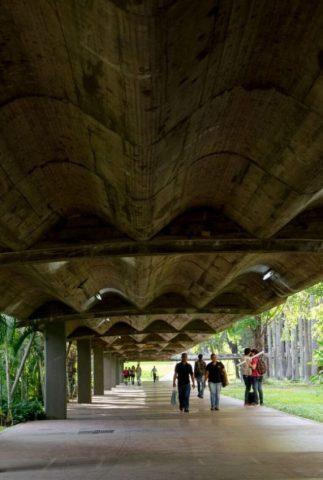 Corredores de la UCV. Ciudad Universitaria de Caracas. Patrimonio mundial de Venezuela. Unesco 2000.