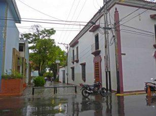 Desde la ventana superior de Casacoima colocaron un puente de madera para comunicarse con los almacenes de tabaco. Casacoima, monumento histórico histórico nacional ubicado en Guanare, estado Portuguesa. Patrimonio cultural venezolano.