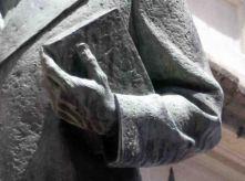 Detalle de la estatua Rector Heroico Carraciolo Parra y Olmedo, donde se observa el deterioro de la obra. Patrimonio histórico del municipio Libertador del estado Mérida. Venezuela.