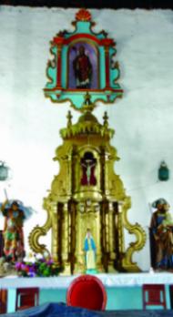 La imagen de San Nicolás en su nicho sobre el altar mayor de la iglesia homónima. Monumento histórico nacional de Venezuela.