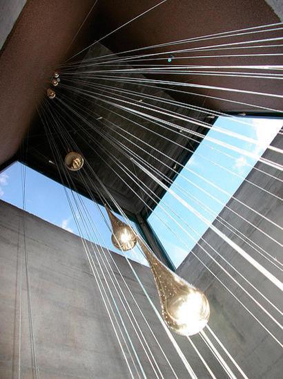 """""""Lluvia"""", obra de Carlos Medina en la alcaldía de Iribarren. 2004. Obra del escultor venezolano Carlos Medina."""