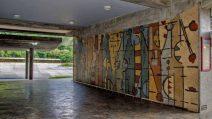 Otra vista del mural de Oswaldo Vigas afectado por acto de vandalismo en 2013. Ciudad Universitaria de Caracas. Patrimonio Mundial de Venezuela.