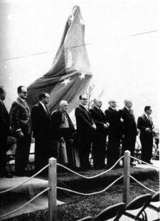 Autoridades en la inauguración de la estatua del Rector Heroico Carraciolo Parra y Olmedo. Patrimonio cultural de Mérida, Venezuela.