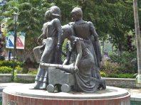 Cara posterior del monumento a Las Heroínas, en la ciudad de Mérida. Patrimonio cultural de Venezuela.