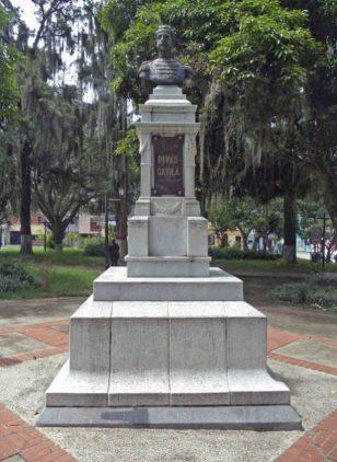 Cara frontal del monumento al coronel Rivas Dávila.Patrimonio histórico del municipio Mérida, estado Mérida. Venezuela.