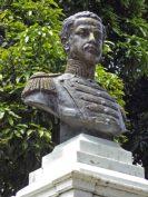Cara frontal y lateral derecho del busto del coronel Luis María Rivas Dávila. Patrimonio histórico del municipio Mérida, estado Mérida. Venezuela.
