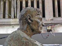 Deterioro de la estatua de Pulido Méndez Patrimonio cultural de la ciudad de Mérida, Venezuela.