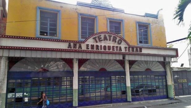 Fachada del ruinoso teatro Ana Enriqueta Terán. Valera, estado Trujillo. Patrimonio cultural de Venezuela en riesgo.