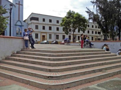 PEscalera de la zona norte de la plaza Rivas Dávila. atrimonio histórico del municipio Mérida, estado Mérida. Venezuela.