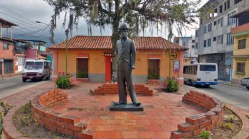 Estatua de Charles Chaplin en la plazoleta homónima. Patrimonio cultural de Mérida, Venezuela, en peligro.