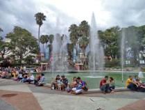 Fuente principal de la plaza Las Heroínas, vista desde la esquina sur. Plaza Las Heroínas, en la ciudad de Mérida. Patrimonio cultural venezolano.