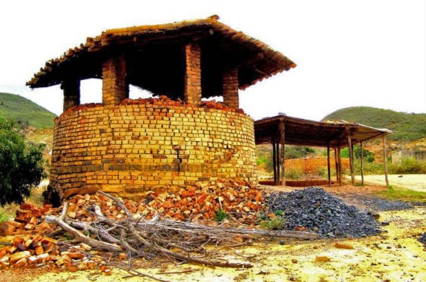 Horno para hacer ladrillos de arcilla. Patrimonio cultural del estado Táchira, Venezuela.